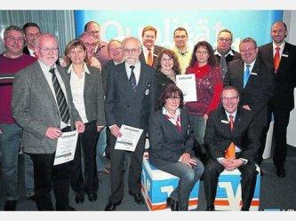 Vr Bankverein Bad Hersfeld Rotenburg Eg Vr Bank Bad Hersfeld Rotenburg Ubergibt Auszeichnungen Des Vereinsforderungsprogramms